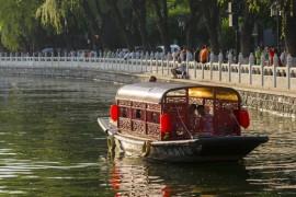 什刹海 - 古典与现代相容的老北京景区