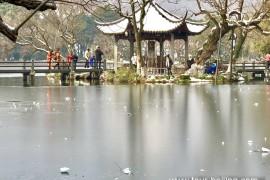 西湖三潭印月残雪之美