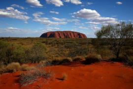 乌鲁鲁:您应该攀登澳大利亚的神圣巨石吗?