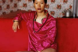 罗洋强有力的女性肖像挑战了中国的性别规范